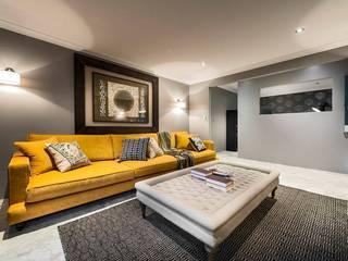 Living Rooms Family Rooms 根據 Moda Interiors 隨意取材風