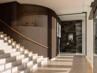 Lobby Kunst - Interiordesign Hotel Berlin:   von Fine Rooms Design Konzepte GmbH