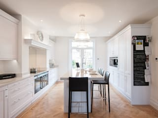 Traditional meets contemporary white kitchen Urban Myth Classic style kitchen