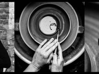 mains en train de tournasser:  de style  par Les ateliers Bibenbou