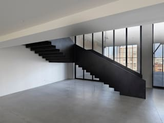 50 Varick street,  stairs made in italy: Centri congressi in stile  di Interbau