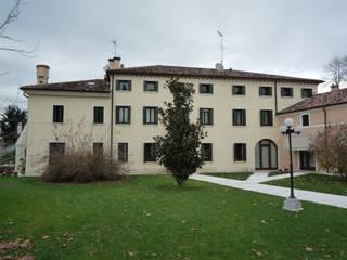 Abitazione dei primi anni del 1600: Case in stile  di architetto Luca Lorenzon
