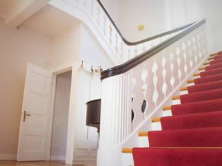 Villa Elbvororte Hamburg Klassischer Flur, Diele & Treppenhaus von Feng Shui Energie im Fluss Klassisch