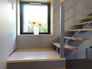 Rénovation longère extension bois et zinc – Locmariaquer Couloir, entrée, escaliers modernes par atelier 742 Moderne