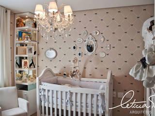 Детские комнаты в . Автор – Leticia Sá Arquitetos, Классический