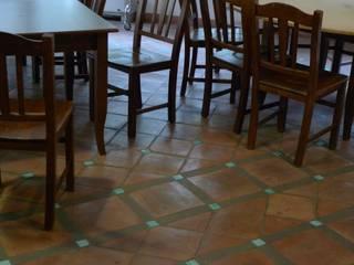 Realizzazioni: Sala da pranzo in stile in stile Moderno di Il Cotto