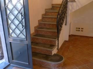 Realizzazioni: Ingresso & Corridoio in stile  di Il Cotto