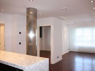 Salas modernas de ERRASTI Moderno