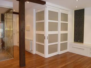 Living room by ERRASTI, Modern