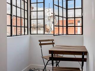 Staging Factory Balcone, Veranda & Terrazza in stile mediterraneo