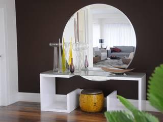 Renata Amado Arquitetura de Interiores Modern corridor, hallway & stairs