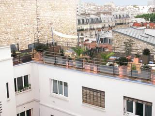 Vue depuis l'immeuble voisin: Terrasse de style  par RM Architecte