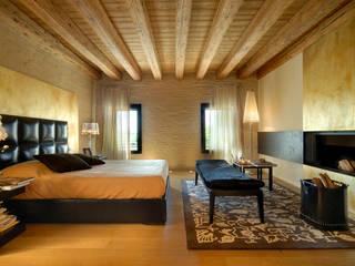 TRADIZIONE, PERSONALITA', ECLETTISMO: Camera da letto in stile in stile Moderno di STUDIO CERON & CERON