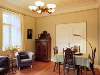 Wohnung in Jugendstilvilla, München: klassische Esszimmer von PLANUNG-RAUM-DESIGN Anne Batisweiler