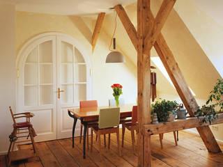 Maisonettewohnung in einer Jugendstilvilla, München: moderne Esszimmer von PLANUNG-RAUM-DESIGN Anne Batisweiler