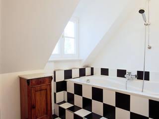 Maisonettewohnung in einer Jugendstilvilla, München: klassische Badezimmer von PLANUNG-RAUM-DESIGN Anne Batisweiler