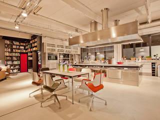 Art meets kitchen: modern  von Atelier Christian Nienhaus,Modern