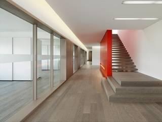 Paredes y pisos de estilo clásico de PAUMATS S.L. Clásico