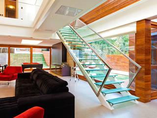 4D Arquitetura Modern corridor, hallway & stairs