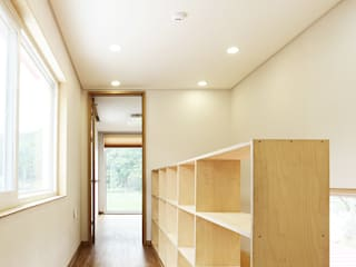 Nemo House, Container Residence Modern corridor, hallway & stairs by thinkTREE Architects and Partners Modern