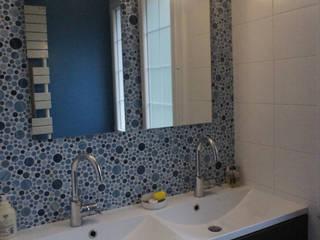 Rénovation maison Q. à St-Genis-Laval (Rhône) Salle de bain moderne par Marion Bochirol Architecte d'Intérieur CFAI Moderne