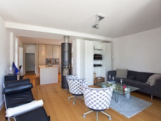 Sanierung Wohngebäude:  Wohnzimmer von xs-architekten