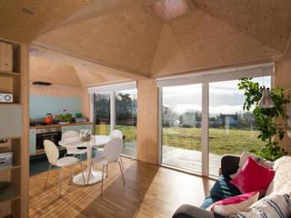 Brockloch Bothy Interior : modern Kitchen by Echo Living