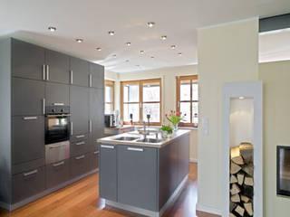Wohnloft in München-Trudering Moderne Küchen von PLANUNG-RAUM-DESIGN Anne Batisweiler Modern