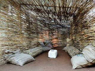 Nido dei Paduli: Giardino in stile  di TOMMASO SECCHI, LUCIA FRASCERRA, DAVIDE PEDRINI