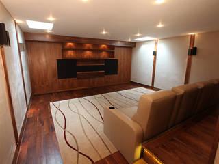 What Lies Beneath Home Cinema Sala multimediale moderna di Finite Solutions Moderno