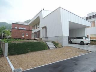 宮の森の家 House in miyanomori: 一級建築士事務所 アーカイヴが手掛けた家です。