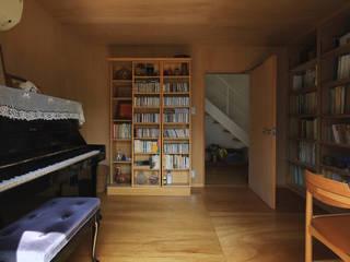 Eclectic style media room by 早田雄次郎建築設計事務所/Yujiro Hayata Architect & Associates Eclectic
