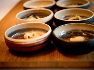 Ma vaisselle dans certains grands restaurants par Stéphanie Biteau (crédit photos) Absolument préciser !!!:  de style  par Les ateliers Bibenbou