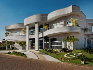 Casa Flora: Casas  por Arquiteto Aquiles Nícolas Kílaris,Moderno