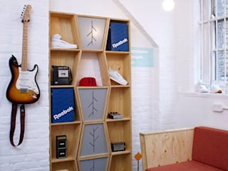 Record Play Artist Lounge Modern exhibition centres by TAPEgear Modern