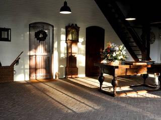 Landhaus Holland Flur, Diele & Treppenhaus im Landhausstil von Jörn Dreier photography Landhaus