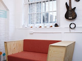 Record Play Artist Lounge:   by TAPEgear