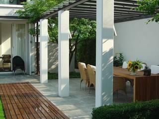Einfamilienhaus Ottobrunn - Gartengestaltung - 2. Platz Wettbewerb Minimalistische Esszimmer von Innenarchitektur + Design, Eva Maria von Levetzow Minimalistisch