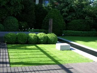 Einfamilienhaus Ottobrunn - Gartengestaltung - 2. Platz Wettbewerb Minimalistischer Garten von Innenarchitektur + Design, Eva Maria von Levetzow Minimalistisch