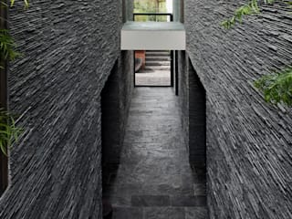 Modern corridor, hallway & stairs by Studiozwart Architecten BNA Modern
