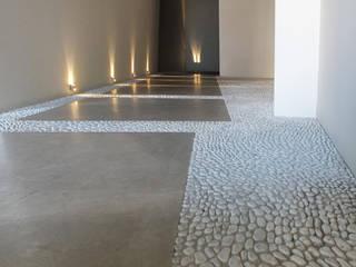 Attico_Newco56: Ingresso & Corridoio in stile  di Ingegneria Carlini