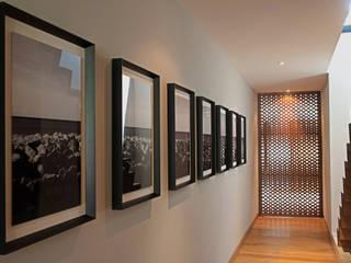 走廊 & 玄關 by Faci Leboreiro Arquitectura