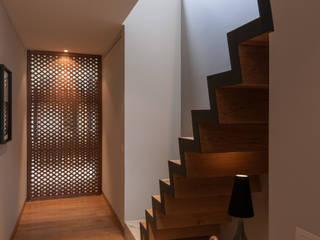 Corredores e halls de entrada  por Faci Leboreiro Arquitectura