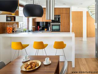 dom Kryspinów : styl , w kategorii Kuchnia zaprojektowany przez kmb studio,