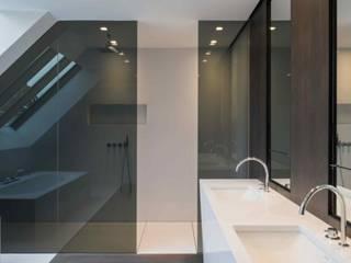 Modern style bathrooms by S.Ingber & associates Modern