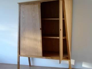 Kast 'TELGANG' large (een deur open):   door fridavanderpoel/atelier de bank