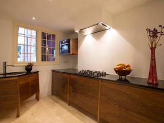 ingebouwde keuken interieur op maat (foto Marco Flanderijn):  Keuken door fridavanderpoel/atelier de bank