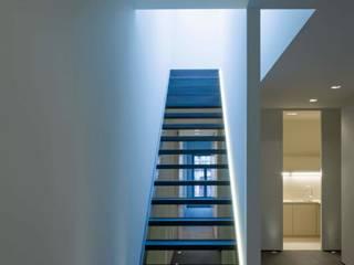 Modern corridor, hallway & stairs by S.Ingber & associates Modern
