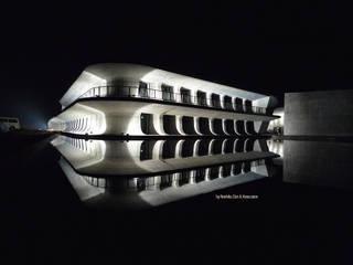 อาคารสำนักงาน ร้านค้า โดย WORKTECHT CORPORATION, โมเดิร์น