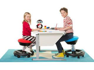 Kinder auf swoppster am Schreibtisch sitzend:   von aeris GmbH
